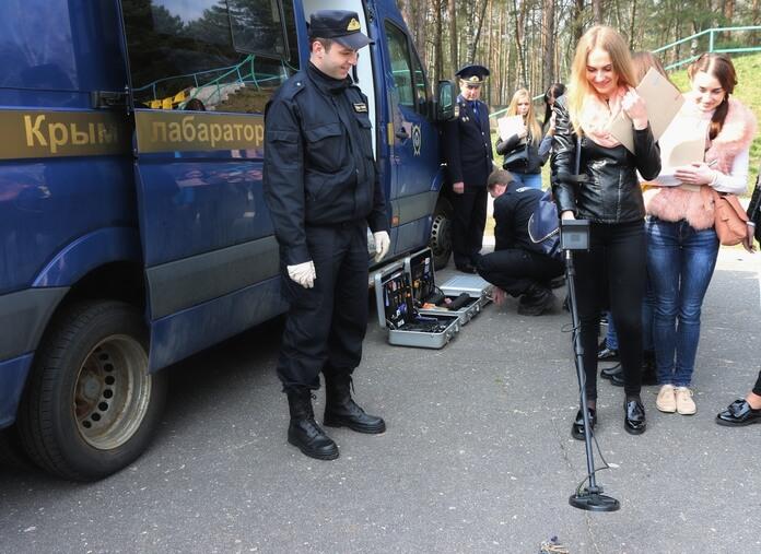 Следственный комитет учения место преступления авто лаборатория девушка и металлоискатель