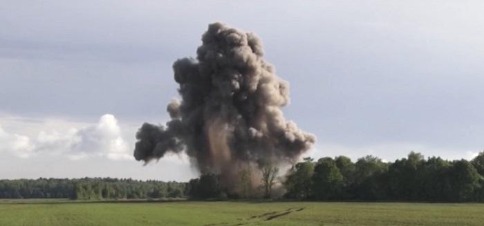 подрыв полутонной бомбы под Светлогорском взрыв