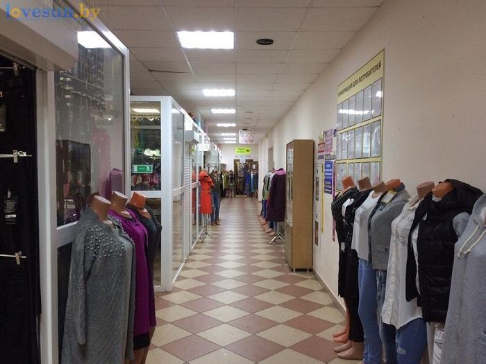 в торговом центре пассаж откроется доброном одежда манекены магазин