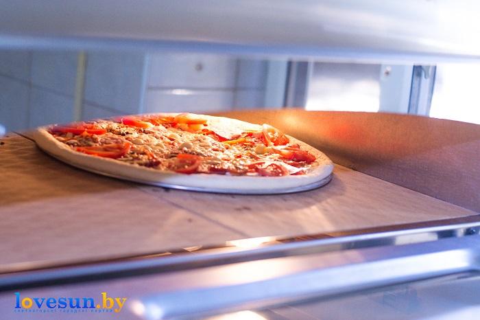 Пицца Мафия готовка печь кухня