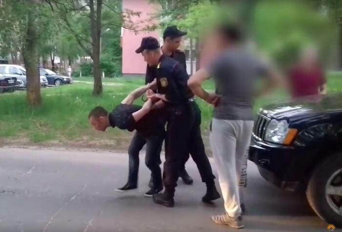 милиция задерживает преступникак криминал наркоман авто