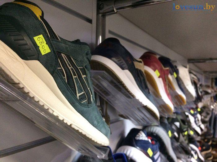 торговый центр Пассаж магазин товары кроссовки асикс зелёные