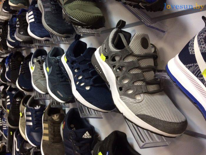 торговый центр Пассаж магазин товары кроссовки серые синие