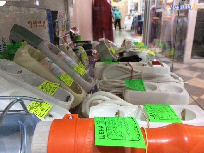 торговый центр Пассаж магазин товары витрина удлиннители розетки сетевые фильтры