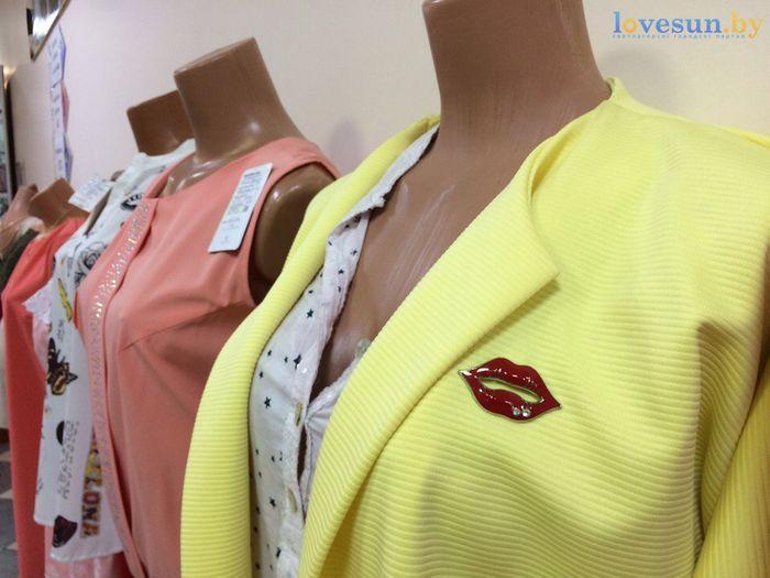 торговый центр Пассаж магазин товары женский пиджак губы поцелуй