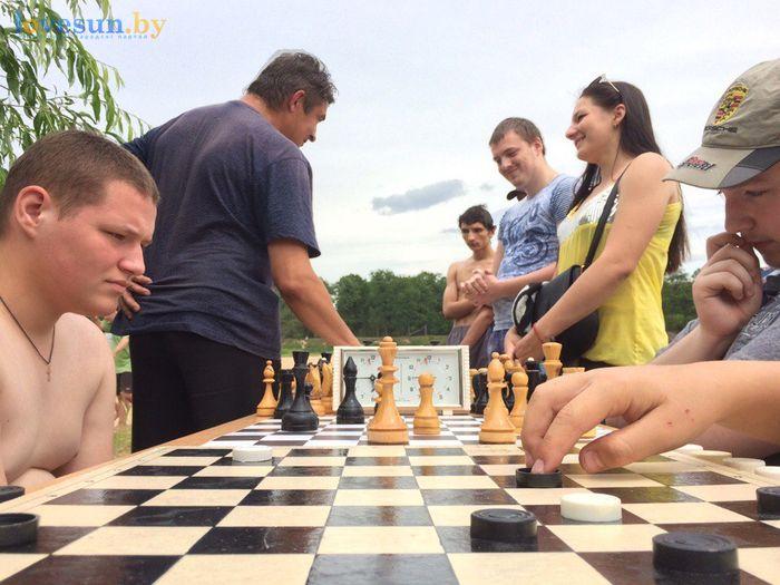 День молодёжи 24.06.2017 пляж песок шахматы и шашки парни