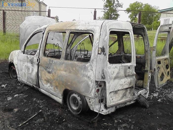 сгоревший автомобиль пежо партнёр белый 2