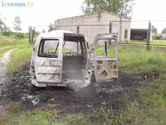 сгоревший автомобиль пежо партнёр белый