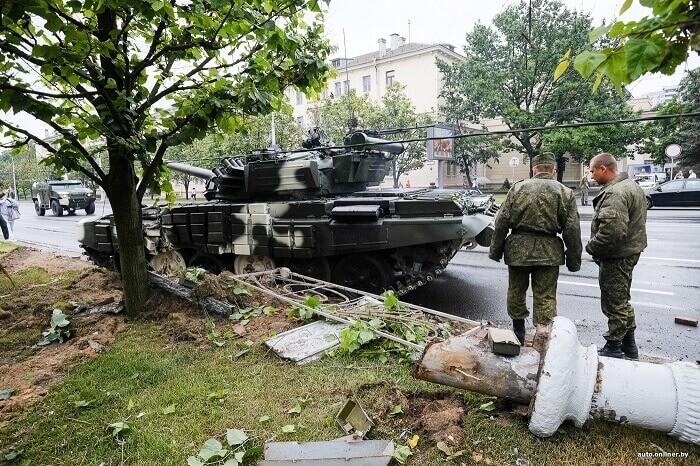 танк врезался в столб в минске 2