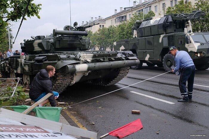 танк врезался в столб в минске гаи