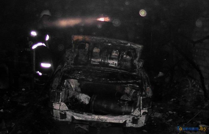 Автомобиль сгорел в гараже