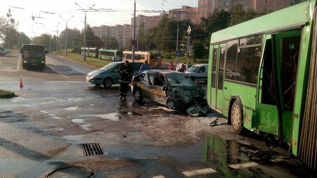 ДТП в Минске автобус и рено логан 2017-08-17