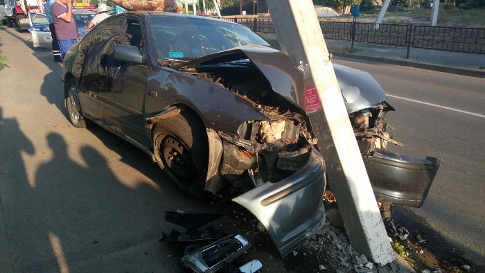 Хонда врезалась в столб в городе Речица ДТП 2