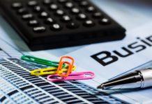 Бизнес, скрепки и калькулятор. Налог и ручка