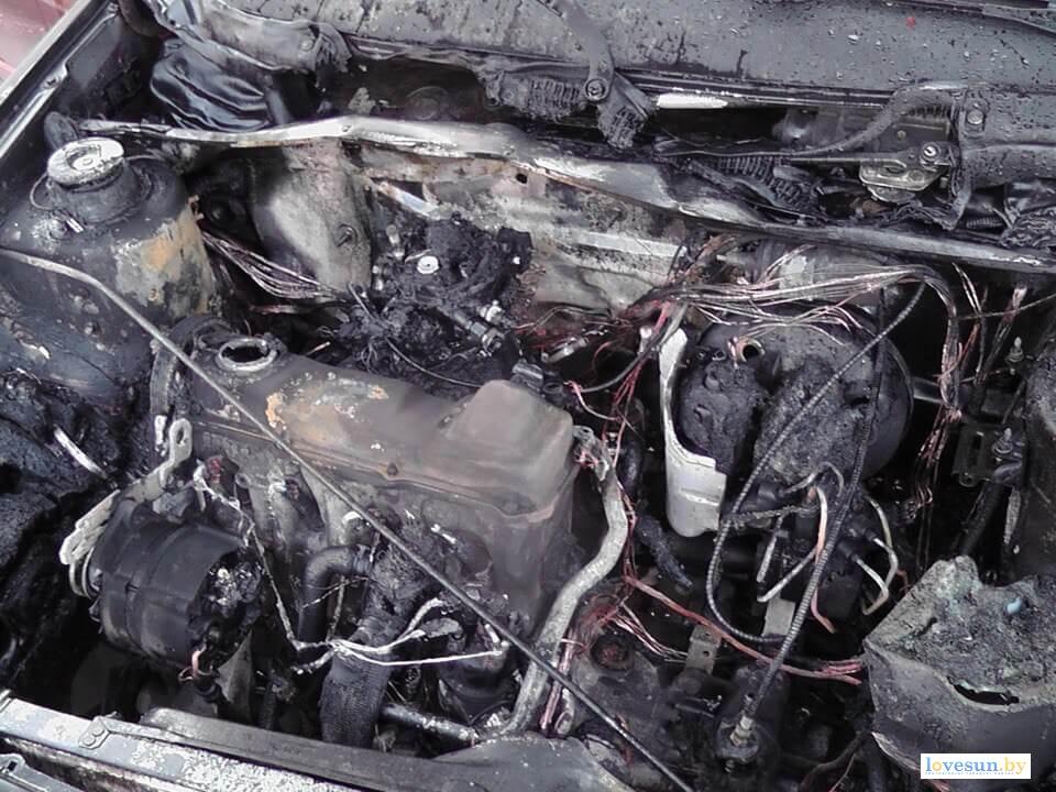 Сгоревший Сеат Толедо моторный отсек