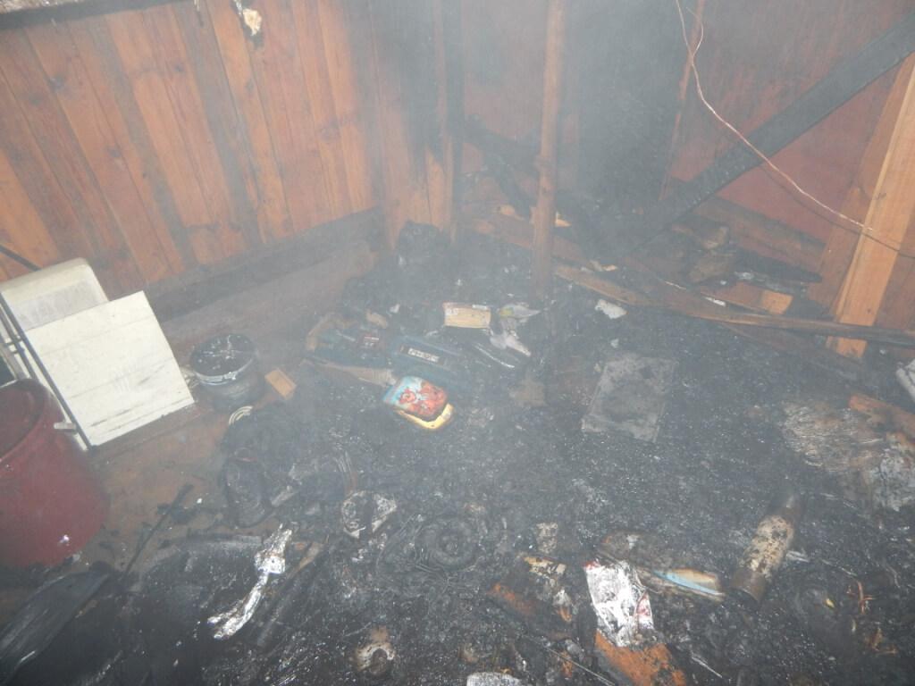Пожар в гараже Металлист сгоревшие вещи