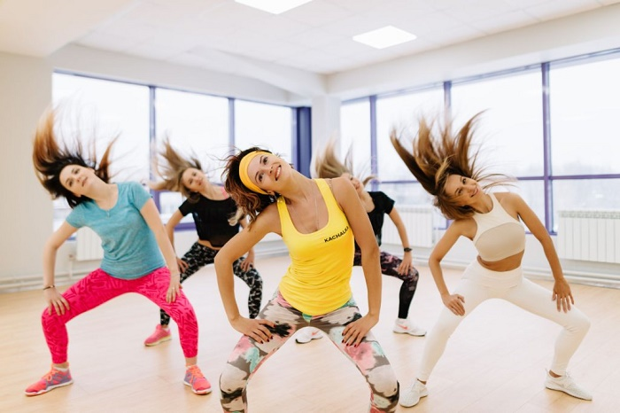 Танцевальный фитнес танцующие девушки
