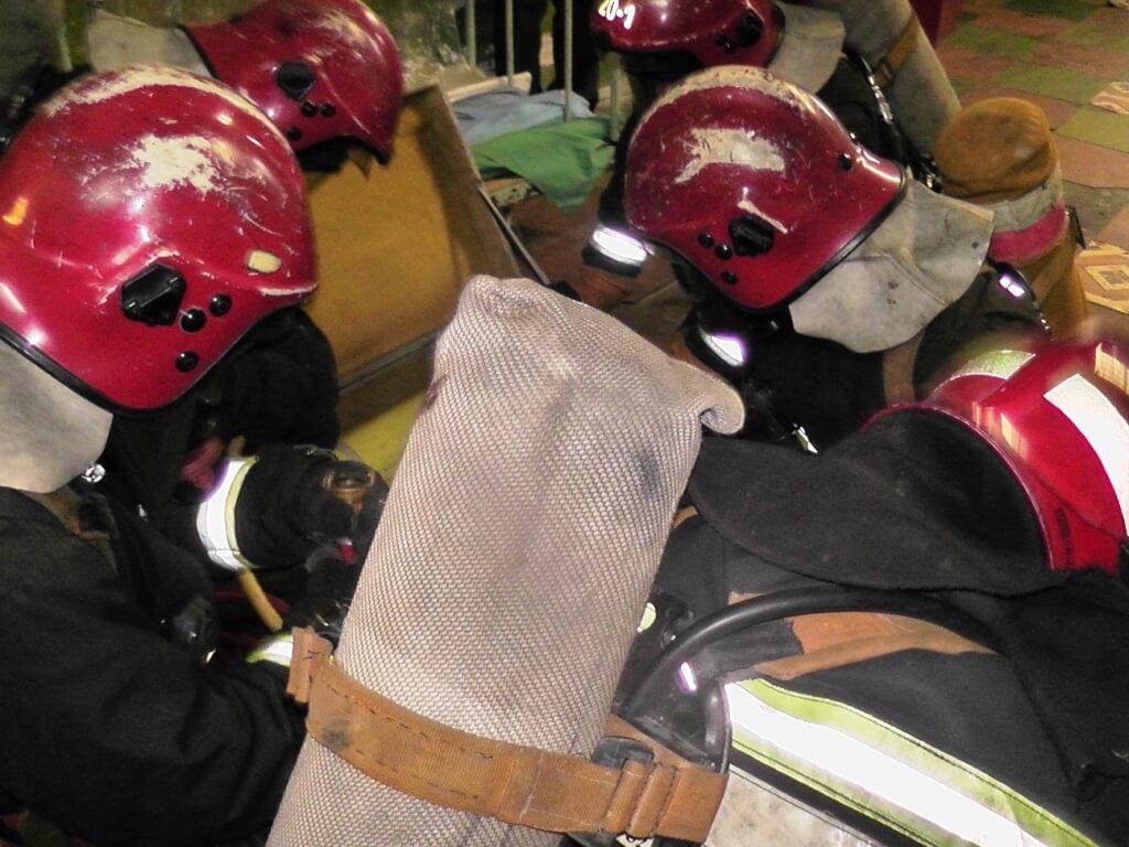 Учения МЧС на химволокно пострадавший каски спасателей