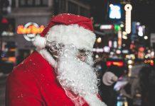 Дед Мороз читает на Новый год