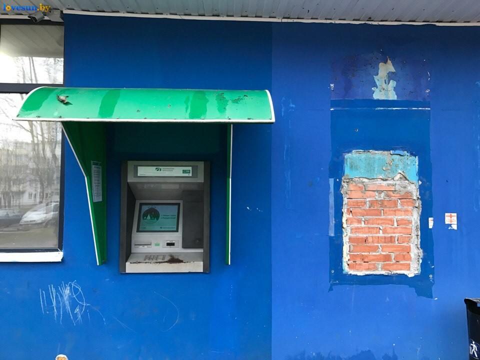 Инфокиоск и вырванный банкомат БПС Сбербанка