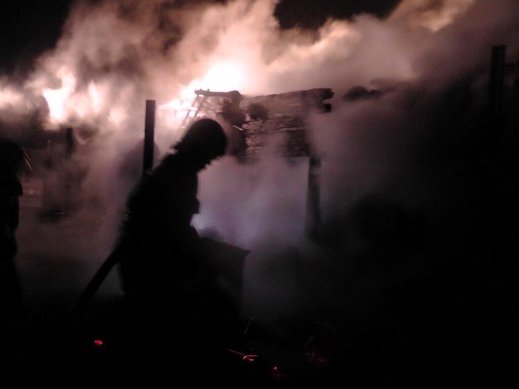 Пожар в Славани, сгорел дом дым