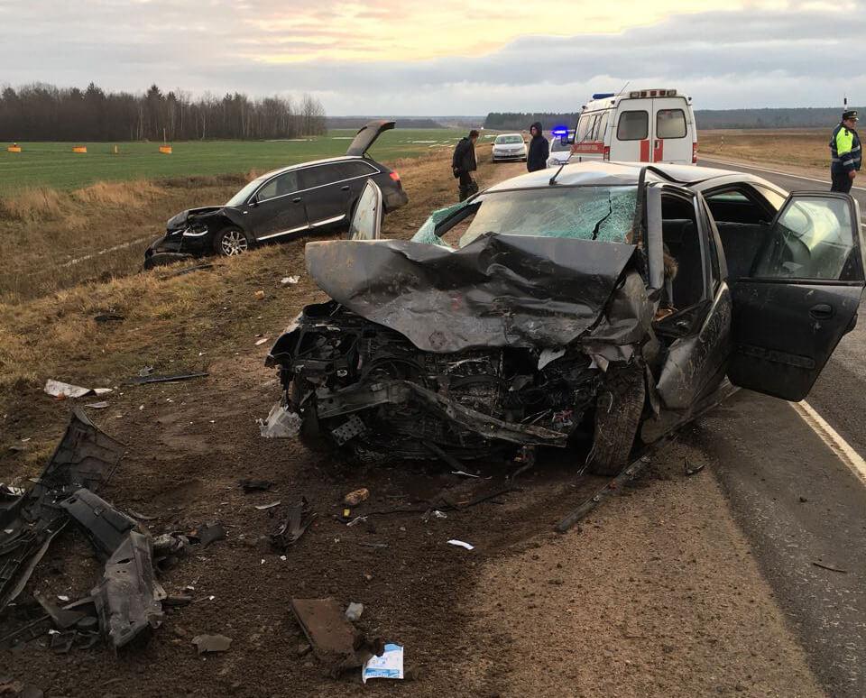 Под Бобруйском Renault из Светлогорска врезался в стоящий Audi