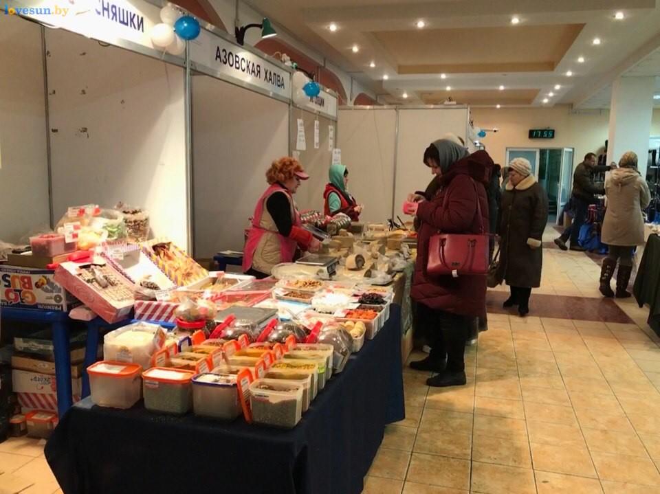 Выставка зимний ценопад в СЦК прилавки