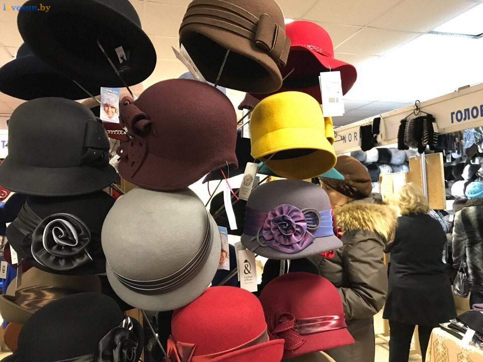 Выставка зимний ценопад в СЦК женские шапки головные уборы