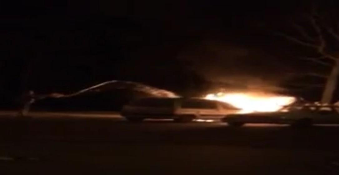 горит автомобиль в Медкове 11.11.2016