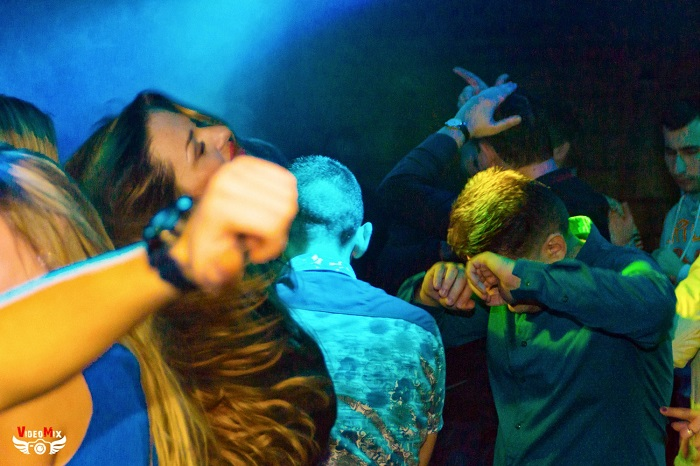 вечеринка (дискотека) в честь 15 000 подписчиков люди ночь