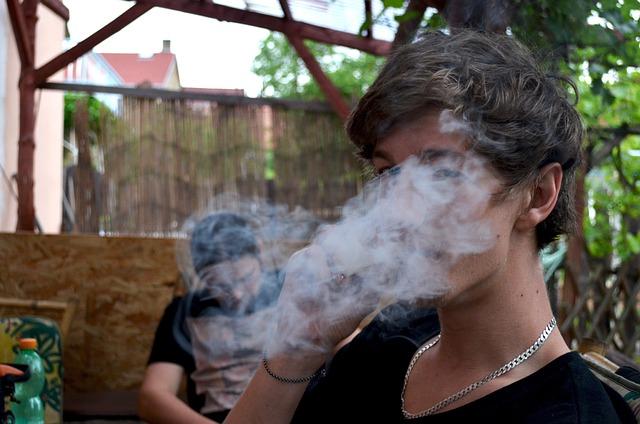 Марихуана дым наркотик, парень криминал конопля
