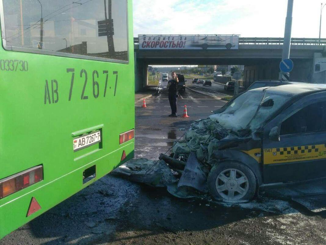 ДТП в Минске автобус и рено логан 2017-08-17 2