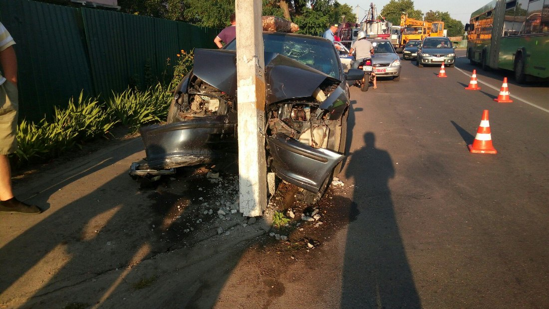 Хонда врезалась в столб в городе Речица ДТП