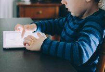 Ребенок в интернете планшет мальчика
