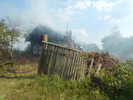 Сгорел дом в Карповичах августа 2017