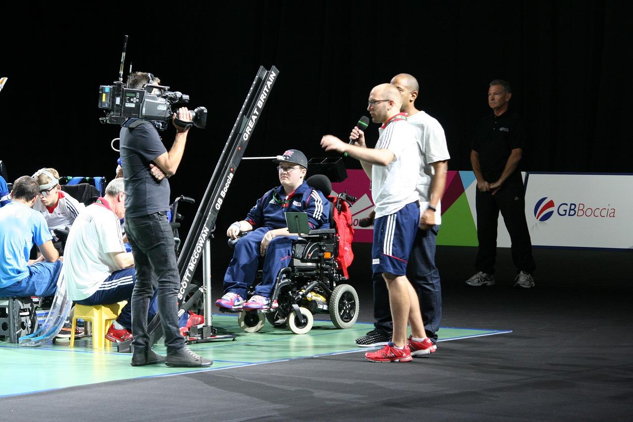 Спортивные соревнования камера оператор инвалид на коляске