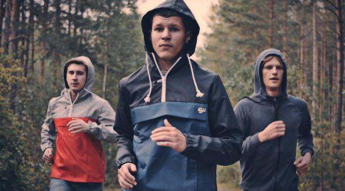 Реклама одежды бренда SVT Lime бег в лесу