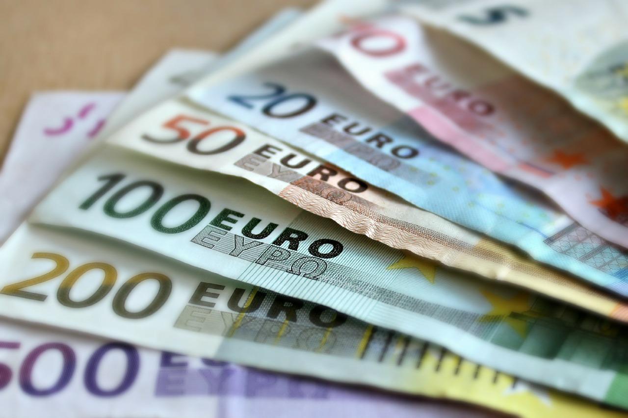 банкноты евро деньги