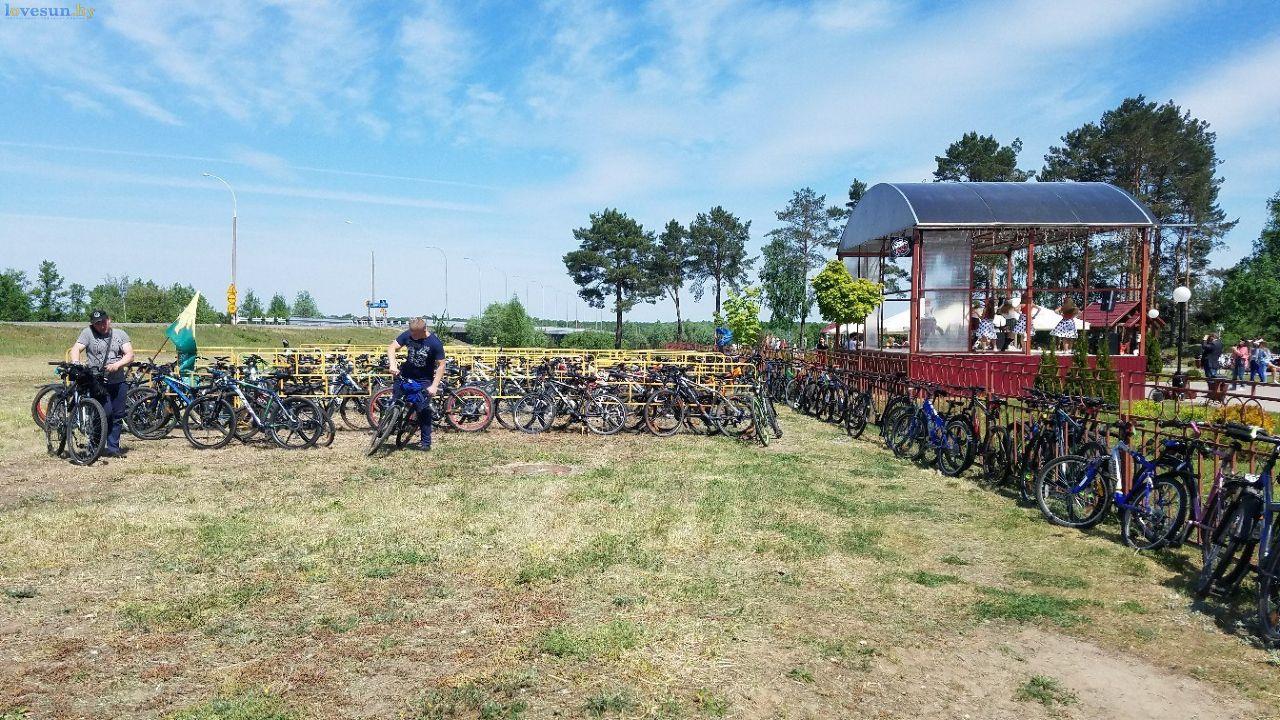 В Светлогорске состоялся официальный велопробег. Как это было в фото и видео
