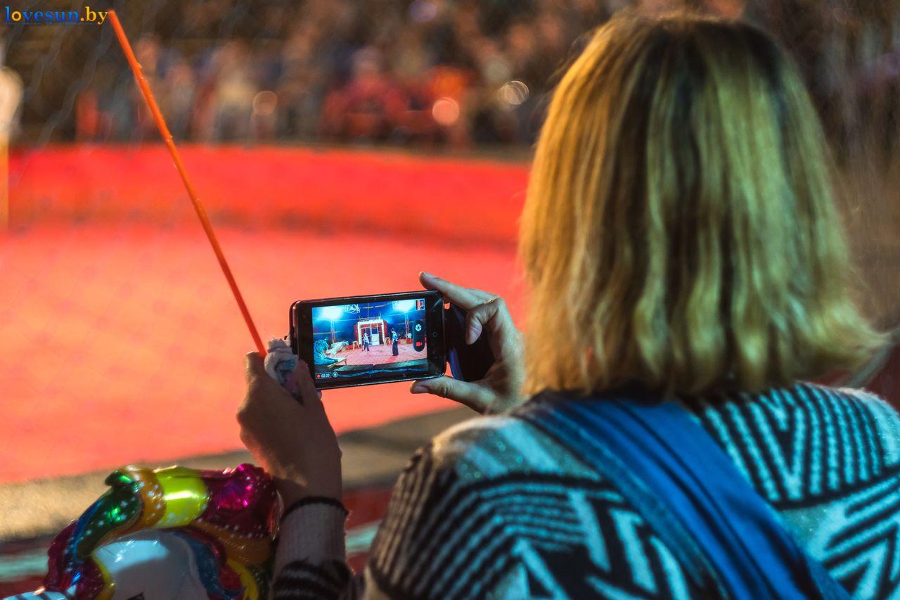 Фоторепортаж из-под купола. Как проходят выступления в цирке-шапито