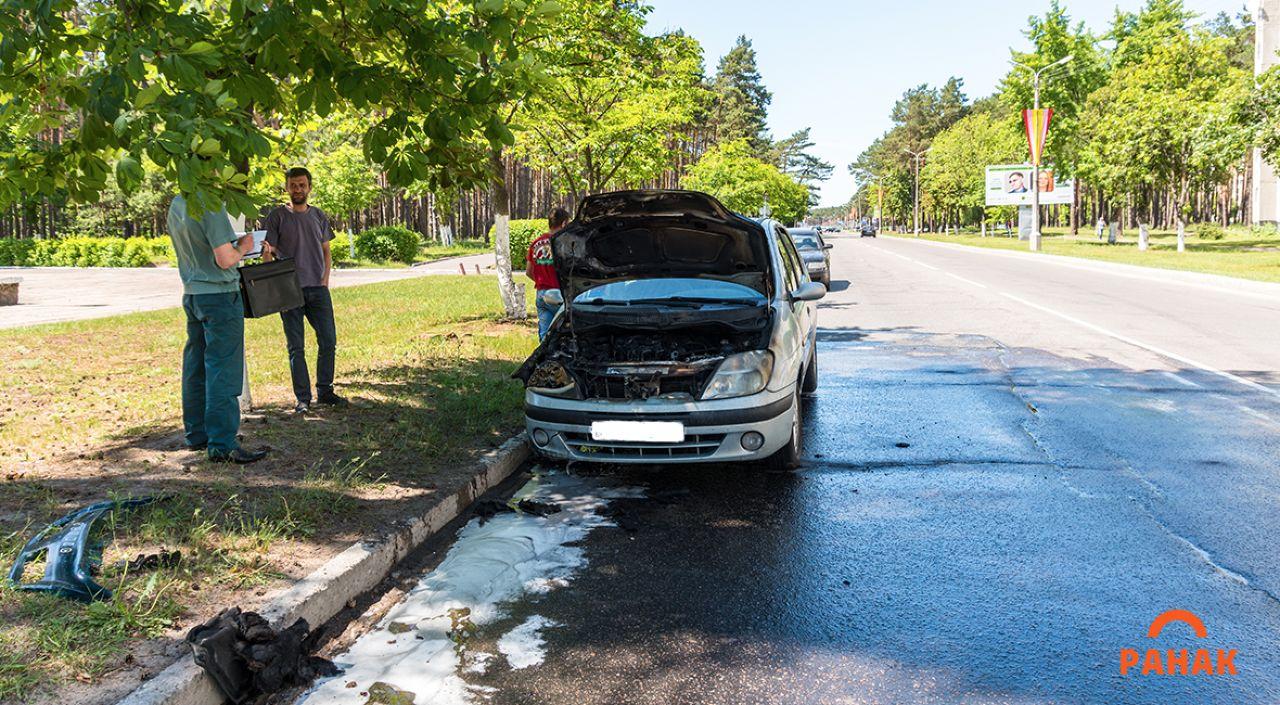 В Светлогорске прямо во время движения загорелась Renault