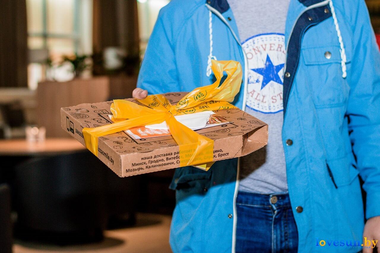 пицца смайл в коробке
