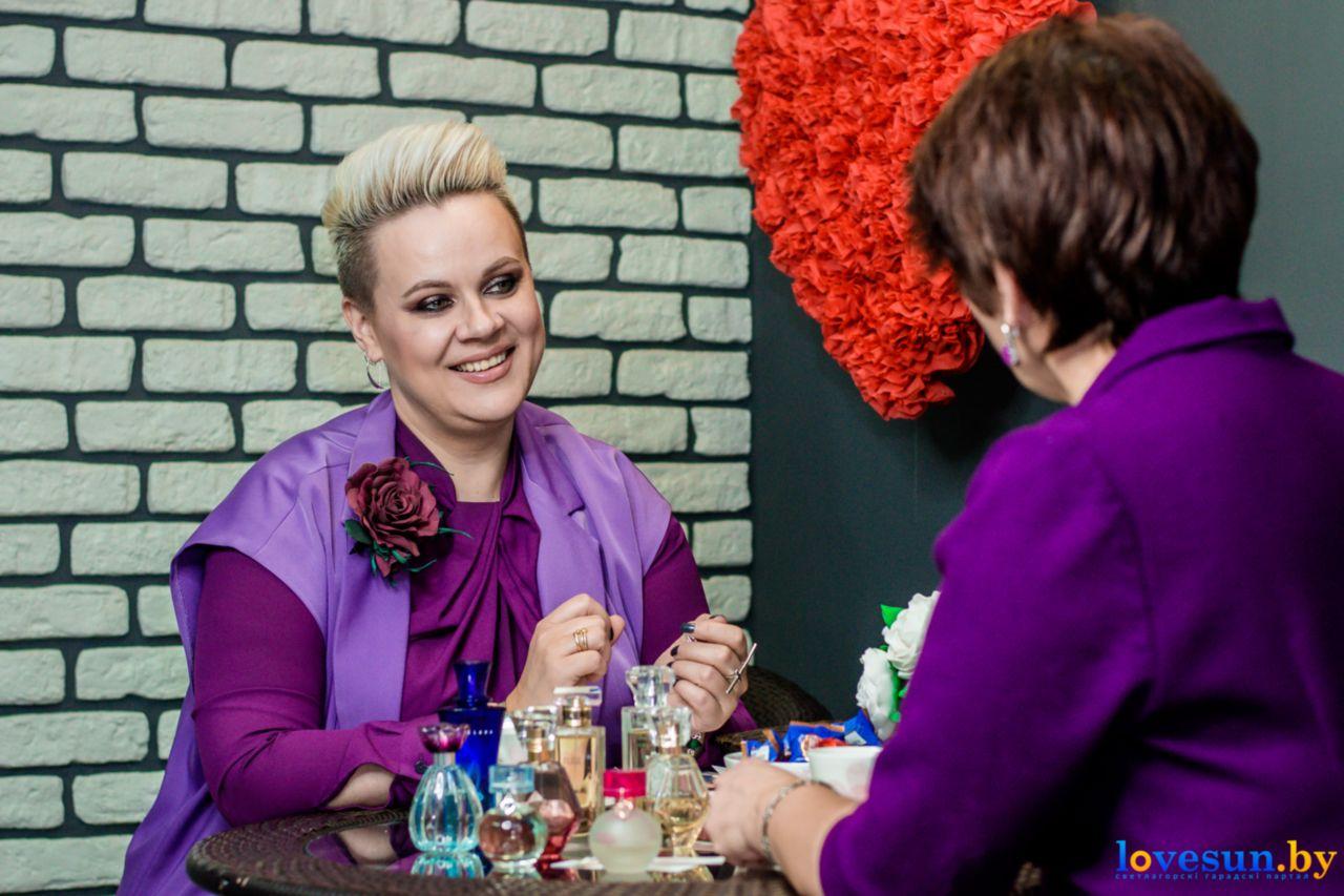 Визажист Елена Мусафирова беседует интервью