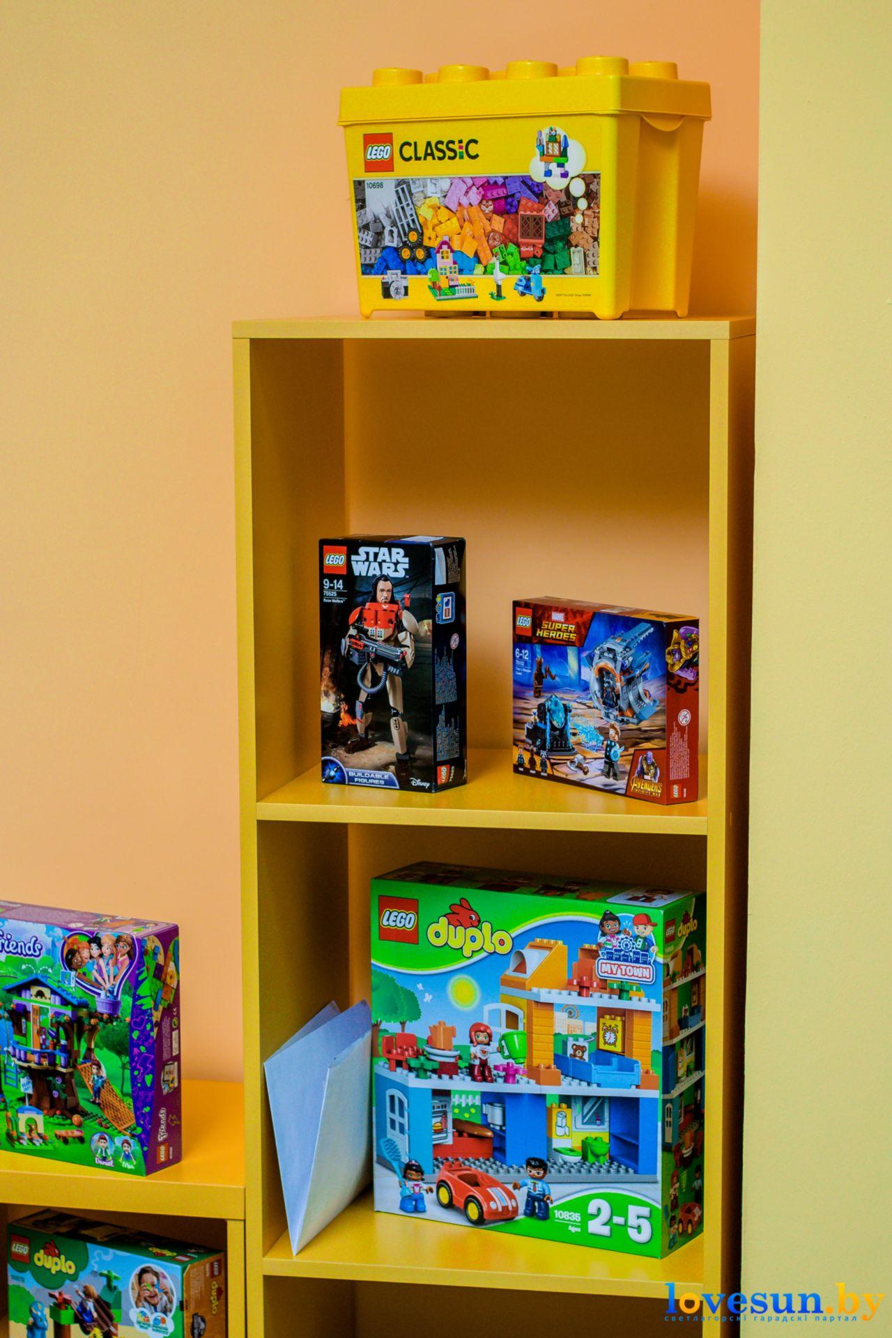 конструкторы лего дупло в детской игровой комнате