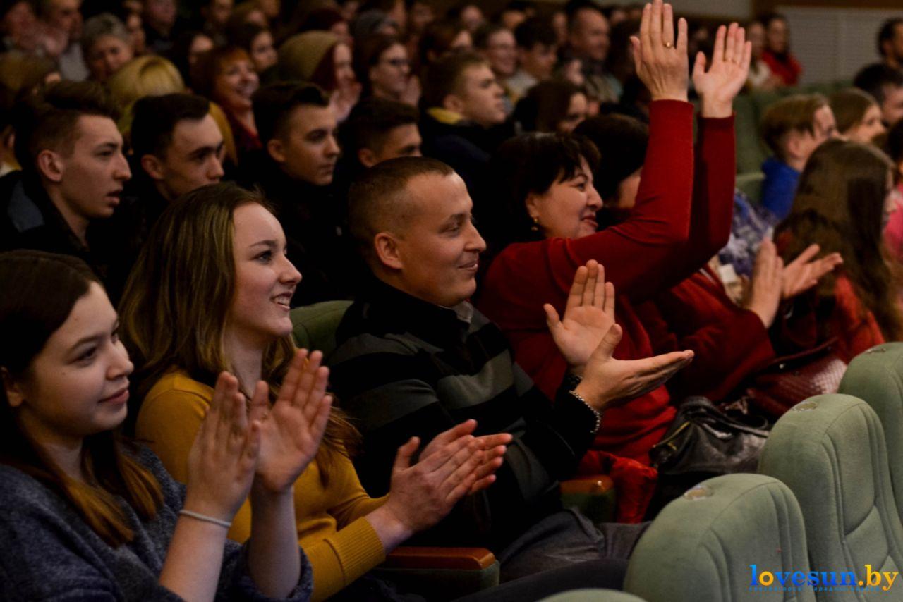 Зрители на фестивале КВН в Светлом