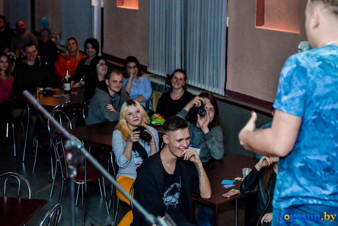 Зрители во время выступления стендап-комика
