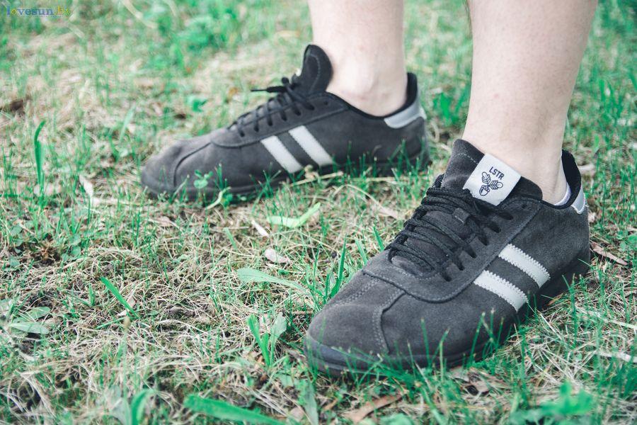 лидские кроссовки на ноге
