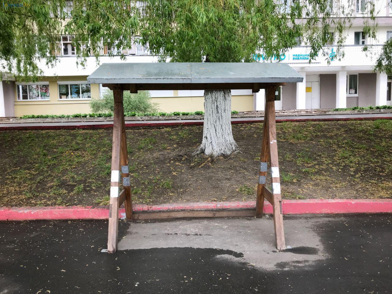 сломанная качеля-скамейка