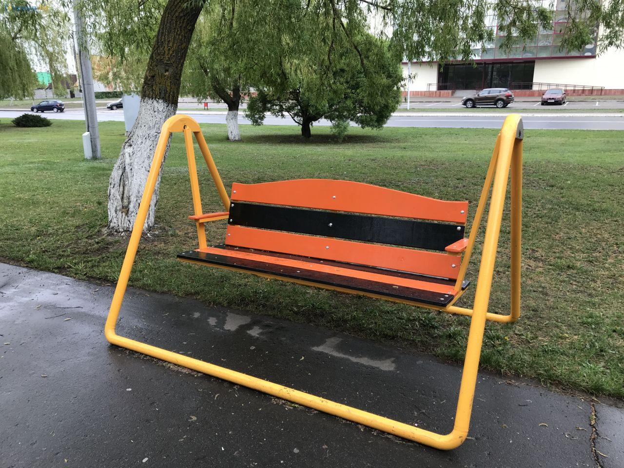 лавочка качеля скамейка