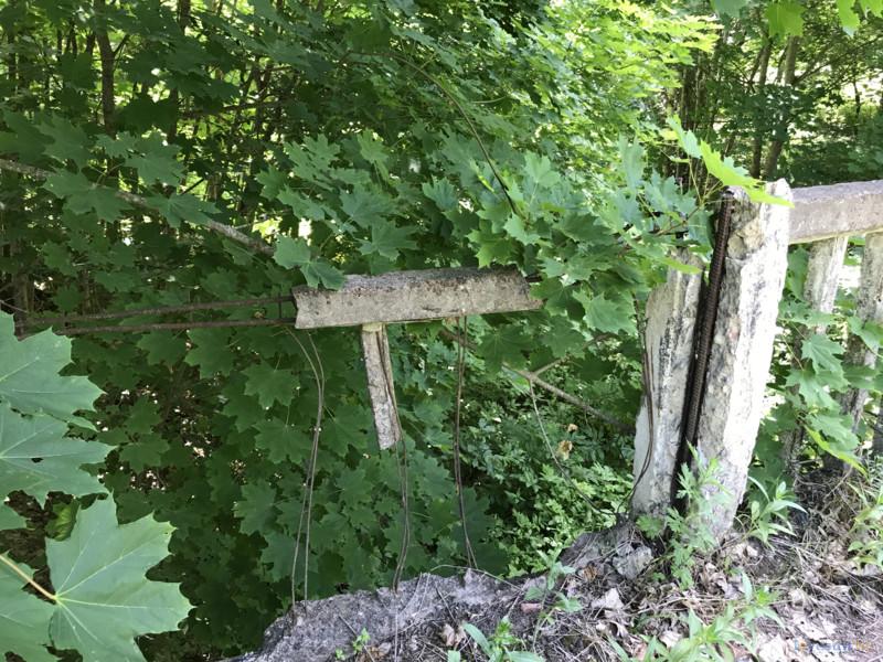 заброшенный мост в зоне отселения